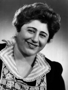 "Gertrude Berg as ""America's Jewish mother"" Molly Goldberg"